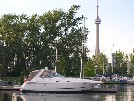 2003 Cruisers Yachts 3870 Express Cruiser