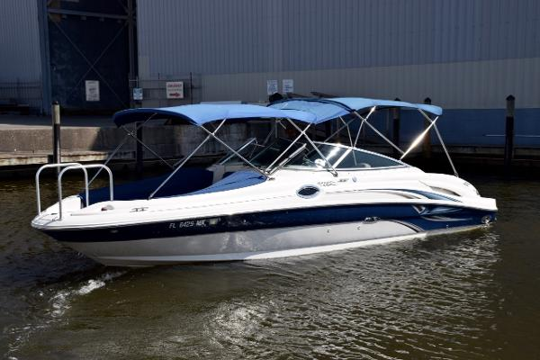 Check out this 2004 SEA RAY 270 Sundeck on Boattrader com