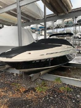 2005 SEA RAY 220 SD