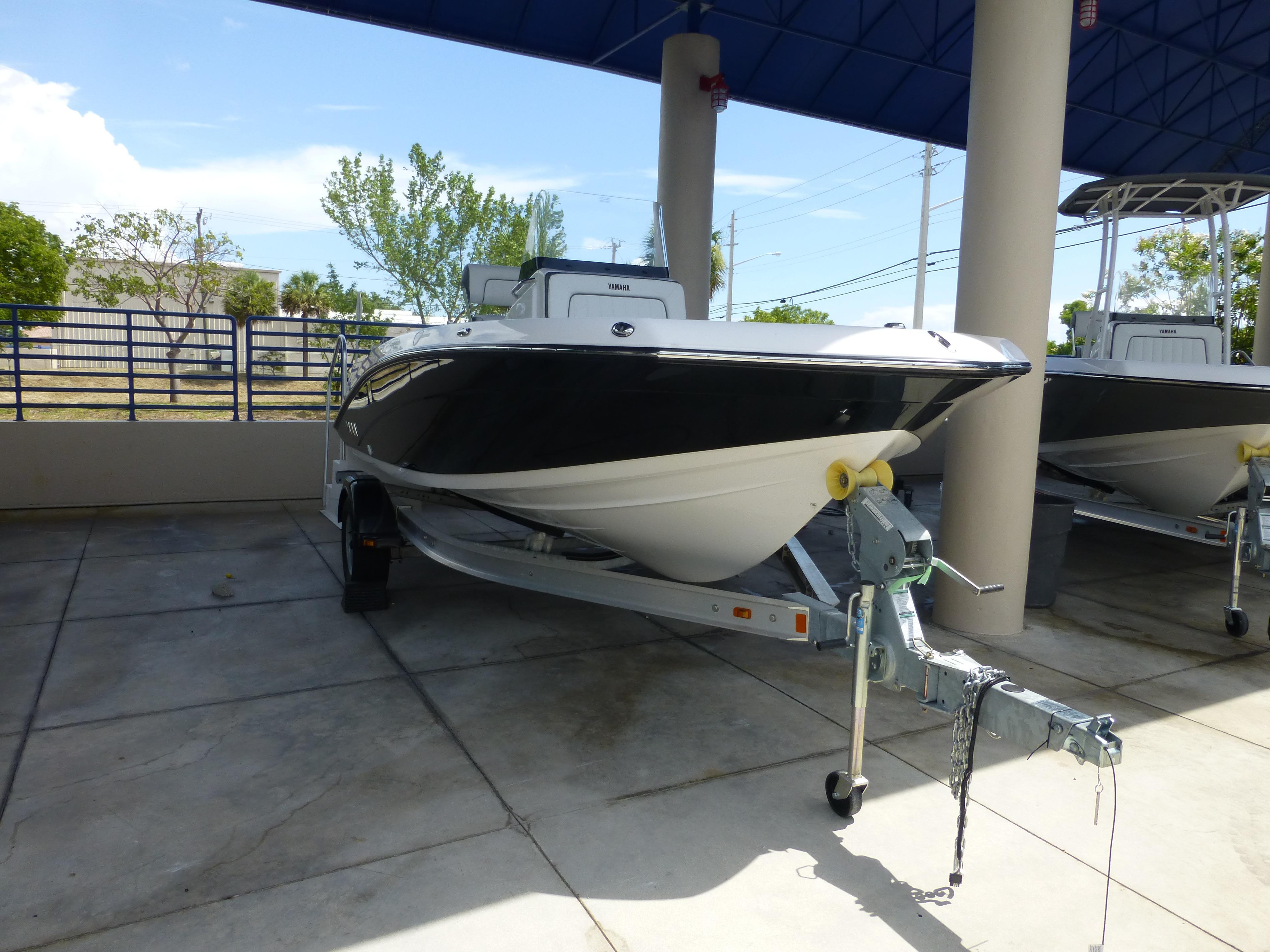 2016 Yamaha Sport Boat 190 FSH DELUXE