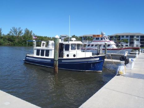 2002 Nordic Tugs 32 Stbd side