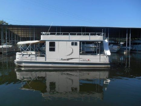 2007 Tracker 32 Party Barge