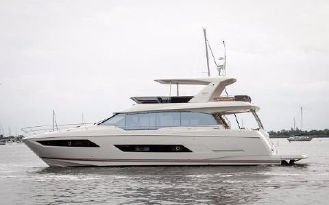 2018 Prestige 680 Fly Port Side