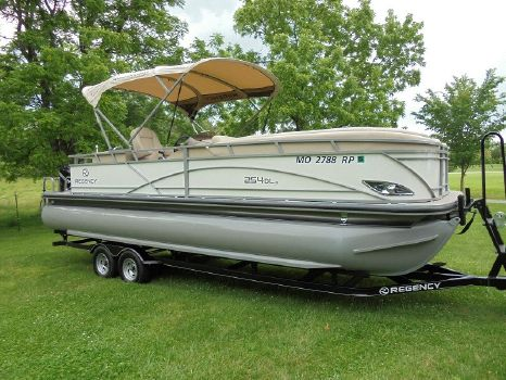 2016 Sun Tracker Regency 254 DL3