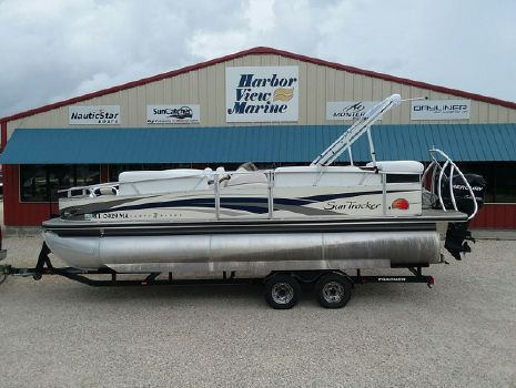 2009 Sun Tracker PARTY BARGE 22 Sport Fish