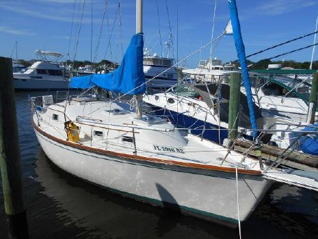 1982 Chaparral Bombay Clipper, Volvo Diesel Starboard Bow View