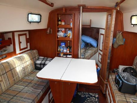 1982 Chaparral Bombay Clipper, Volvo Diesel Drop Down Dinette