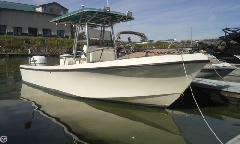 1997 May-craft 2300 Center Console 1997 Maycraft 23 for sale in Sterling, NY