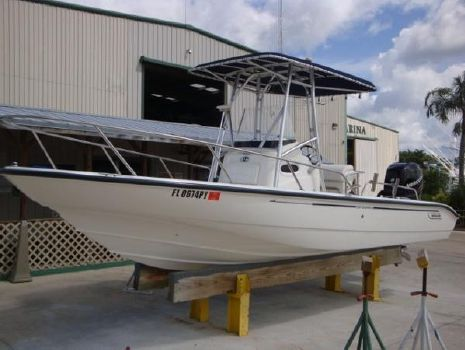 2006 Boston Whaler 220 Dauntless