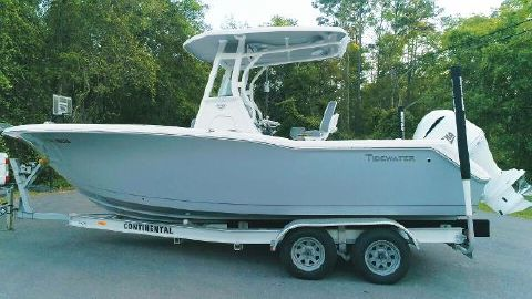 2017 TIDEWATER BOATS 230 Adventure