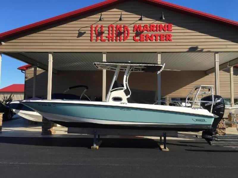2014 Boston Whaler 240 Dauntless