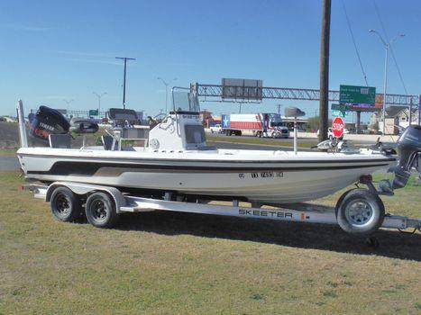 2011 Skeeter ZX22 BAY TUNNEL