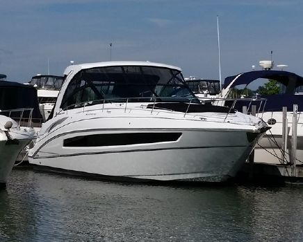 2017 Cruisers 38 Express
