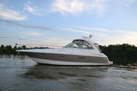 2008 Cruisers Yachts 420 Express Cruiser