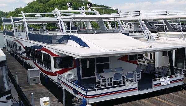 Sunchaser S 8524 Lounger Is A Pontoon That Offers Space And Comfort For All Of Your Family And