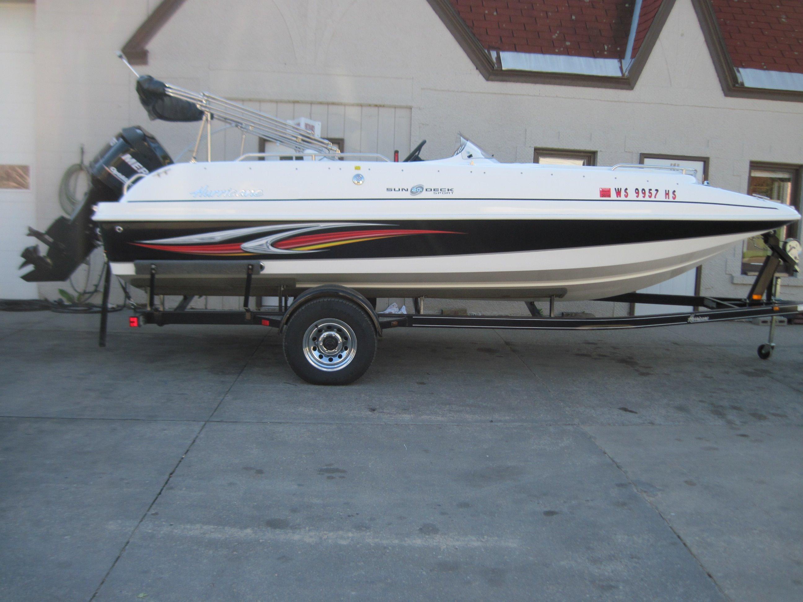 2010 Hurricane SunDeck Sport 201 OB