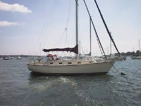 1990 Island Packet 35 On the mooring