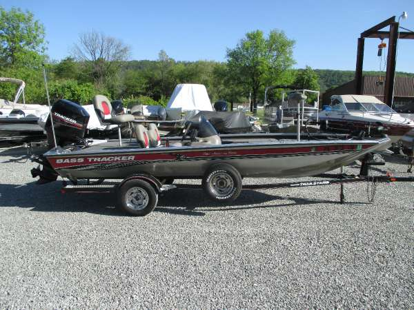 2003 Bass Tracker PRO TEAM 185 SE