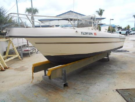 1998 Seamaster 2080 Port Bow and Bow Rail