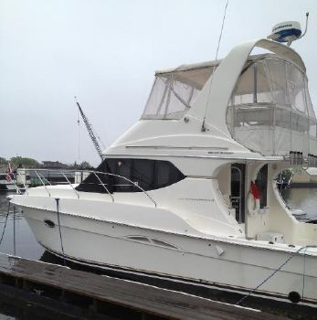 2004 Silverton Yachts 34 Convertible Port Side