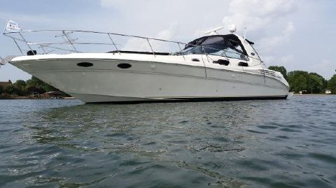 1999 Sea Ray 40 Sundancer Chi-Town exterior profile on waer