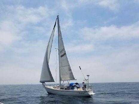 1989 Catalina 34 At Sail