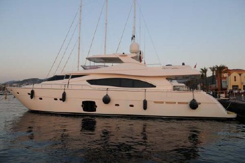 2006 Ferretti Yachts 880 Hard top