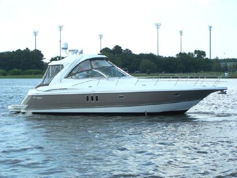 2008 Cruisers Yachts 420 IPS Express Starboard Proflle