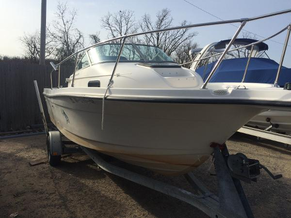 1998 Bayliner 2052 Trophy Walkaround DX/LX