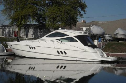 2009 Cruisers Yachts 520 Sports Coupe main photo