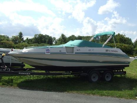 2003 Larson Escape 234 Deck Boat