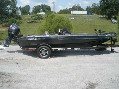 2003 Champion Boats 187