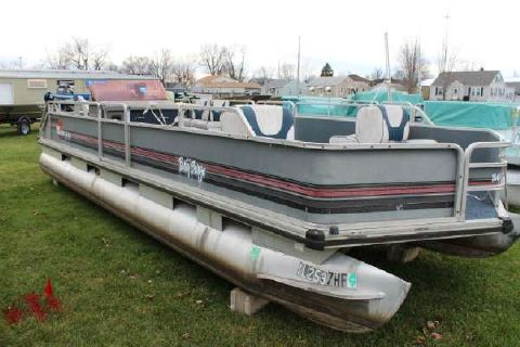 1990 Bass Tracker Party Barge 24 Pontoon