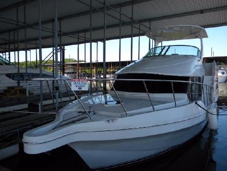 1998 Blue Water 550 Port Bow