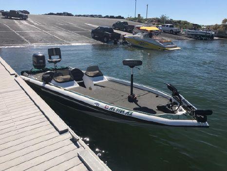 1996 Champion Boats 221 Elite