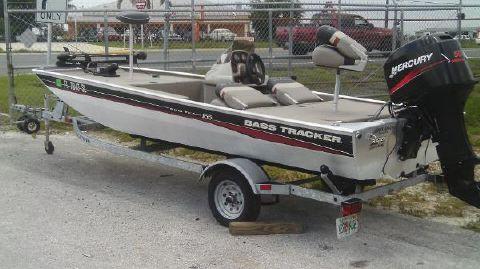 2004 Bass Tracker 165