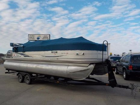 2006 Sun Tracker PARTY BARGE 25