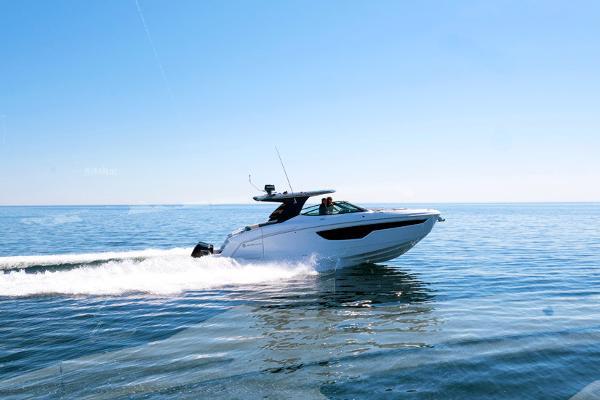 New 2020 Cruisers Yachts 38 Gls St Petersburg Fl 33702 Boat