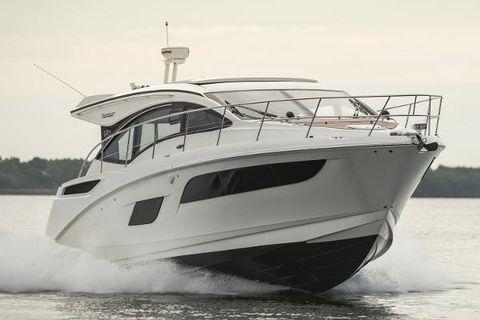 2017 Sea Ray 400 Sundancer Manufacturer Provided Image