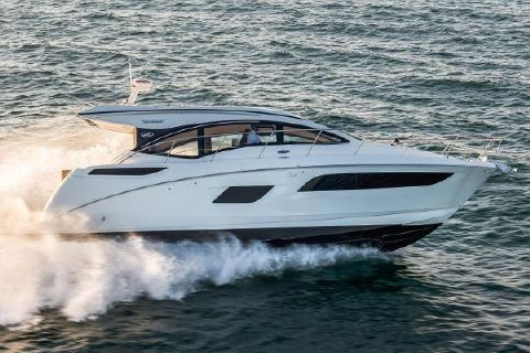 2017 Sea Ray 400 Sundancer Manufacturer Provided Image