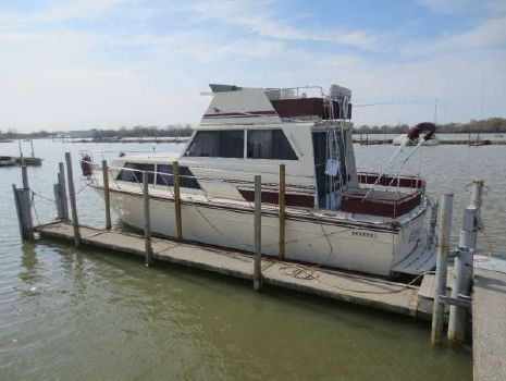 1985 Marinette 32 Fly Bridge