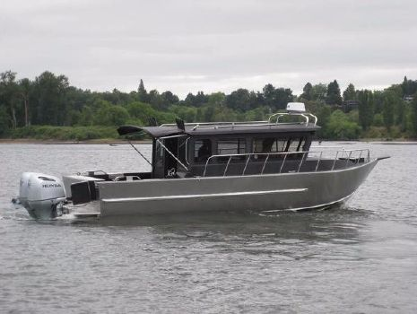 2018 Raider 2896 Sea Raider Cuddy OS