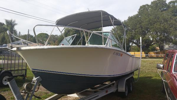 1980 Chris-Craft 215 Cuddy
