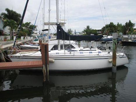 1988 Hunter 335 Sailboat