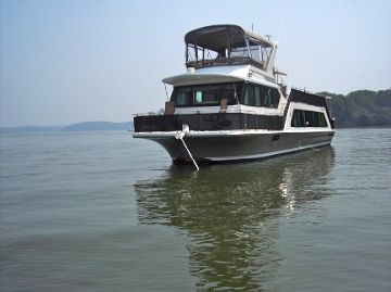 2005 Harbor Master 52 Pilothouse Wide Body At Rest