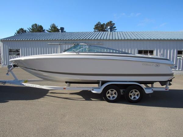 2001 cobalt 226 23 foot 2001 cobalt motor boat in for Used boat motors mn