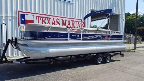 2014 Sun Tracker Party Barge 24 DLX