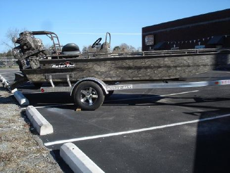 2016 GATOR TAIL 1854 Extreme Center Console