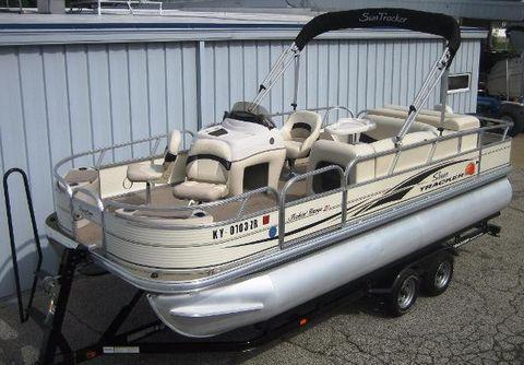 2010 Sun Tracker 21' Fishin' Barge