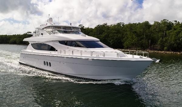 2013 Hatteras 80 Motor Yacht
